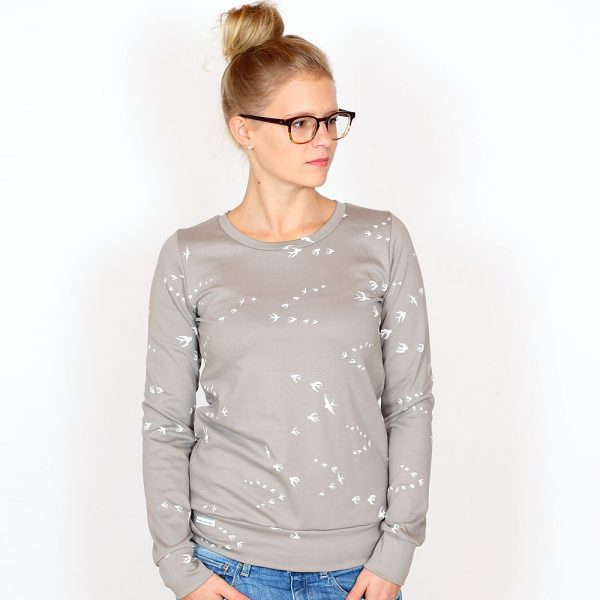 Pullover_WILMA_taupe_Schwalben_03